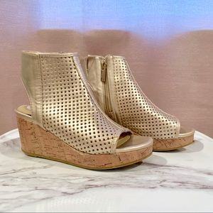 Kenneth Cole Kids | Metallic Gold Wedges